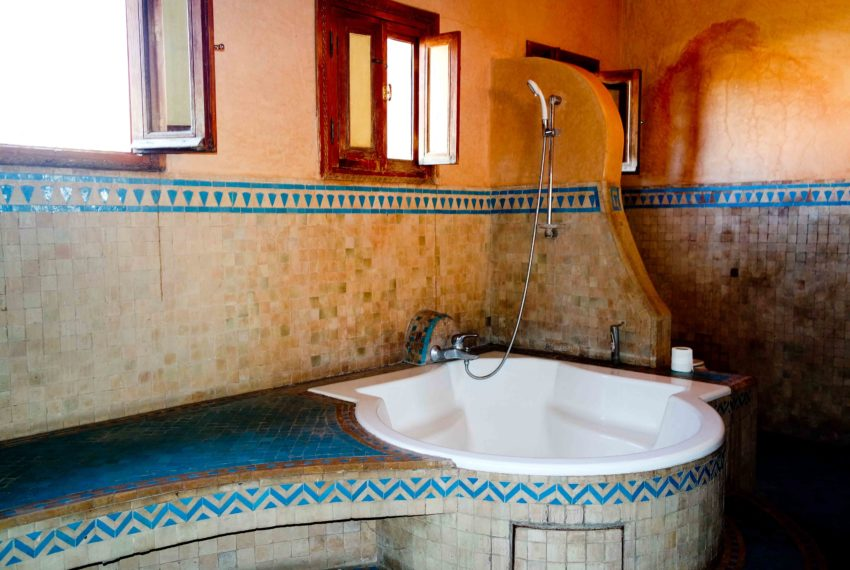 Sell or Buy Villa In Marrakech Fes Road